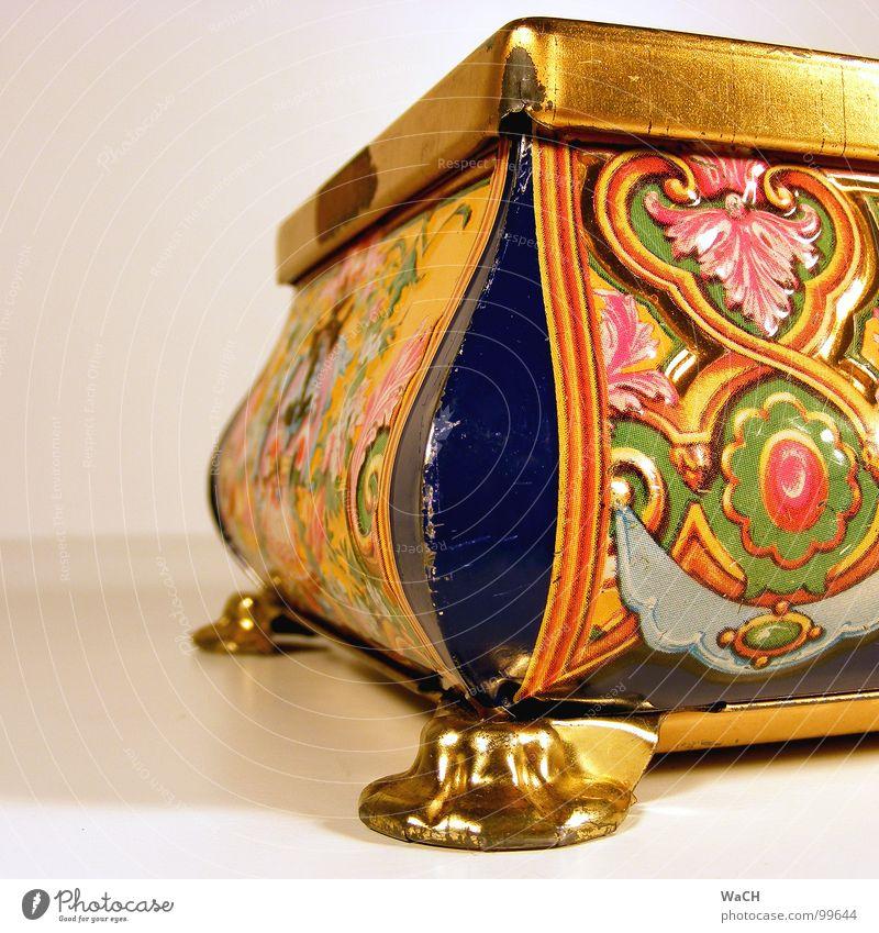 Schatztruhe Truhe Dose Plastikdose Schachtel Verpackung Naher und Mittlerer Osten Asien Muster Ornament einpacken Blume Blumenmuster obskur Kitsch trashig