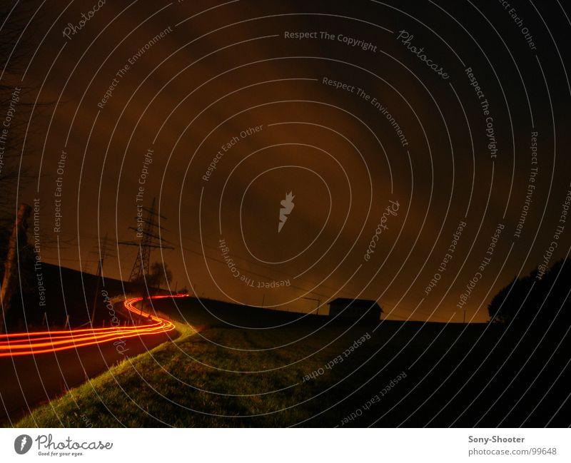 Der Weg in das Ungewisse Himmel Wolken Straße Bewegung Wege & Pfade PKW Feld Verkehr Geschwindigkeit Elektrizität Vertrauen Autobahn Kurve Belichtung ungewiss Rücklicht