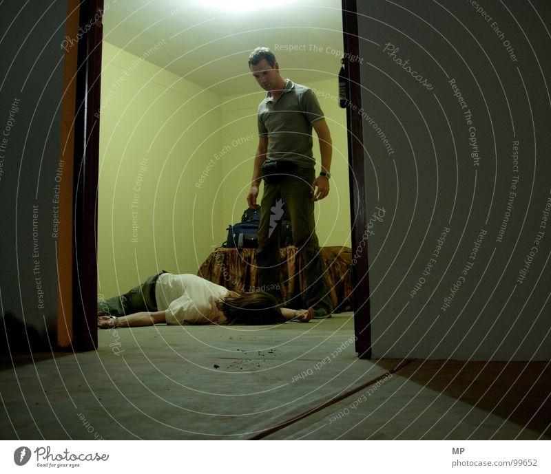 Der letzte Ausweg? Tatort Totschlag Mörder töten gruselig Alptraum Angst Kriminalität Panik Mord Tod kill death murderscene Kriminalroman fallen Schrecken