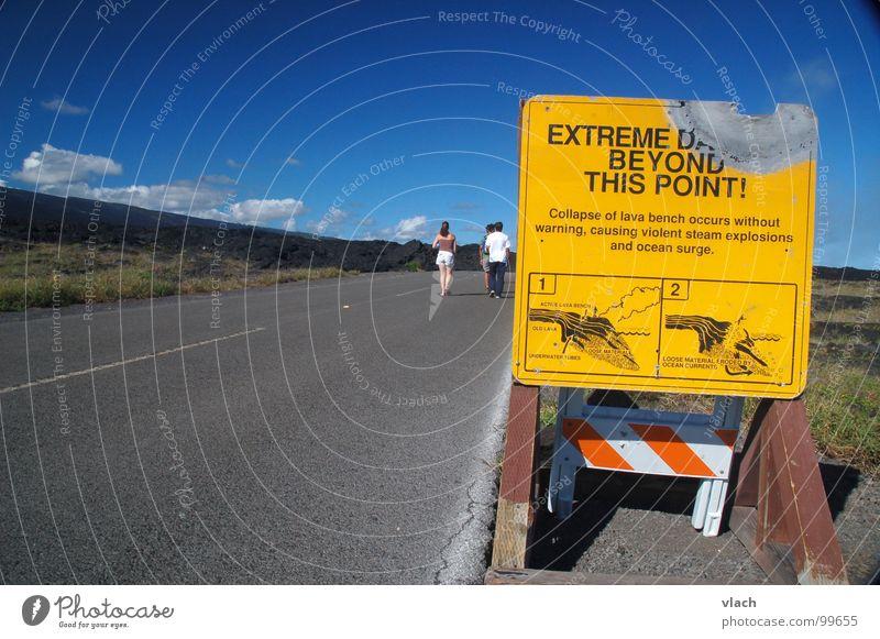 Achtung Heiß gefährlich bedrohlich heiß Hinweisschild Warnhinweis Vulkan Hawaii Lava Straßennamenschild Warnschild