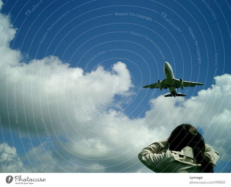 Wow Flugzeug Ferien & Urlaub & Reisen Luft Wolken Frau Mädchen Sommer Flughafen Himmel blau Beginn Flugzeuglandung staunen Blick