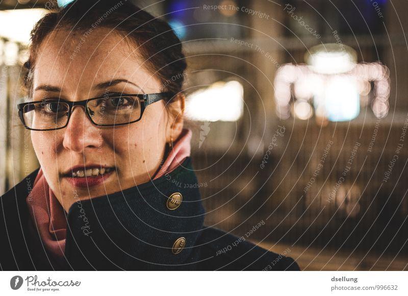 space invaders. Mensch Jugendliche blau Junge Frau Stadt schön ruhig 18-30 Jahre Erwachsene Leben feminin Stil rosa Zufriedenheit elegant gold