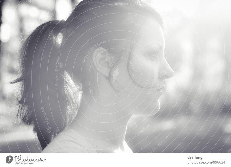 Profilbild Mensch Jugendliche schön Junge Frau Einsamkeit 18-30 Jahre Erwachsene Gesicht feminin Denken Kopf beobachten Zukunft Hoffnung Hilfsbereitschaft