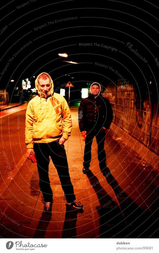 Cola... Mensch Mann Hand Jugendliche Stadt gelb Leben kalt dunkel Stil Lampe 2 Angst warten laufen gefährlich