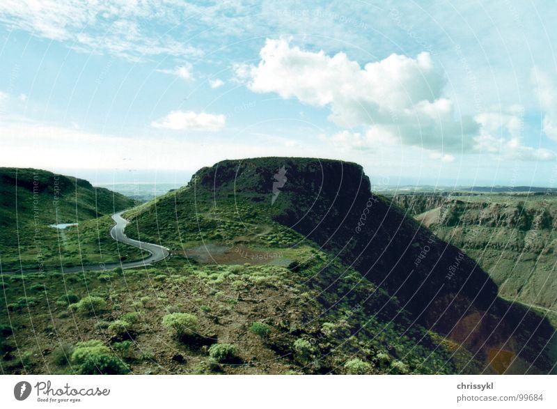 Berg im Canyon Wolken Gran Canaria grün Ferien & Urlaub & Reisen Schlucht Berge u. Gebirge Sommer Landschaft Straße blau