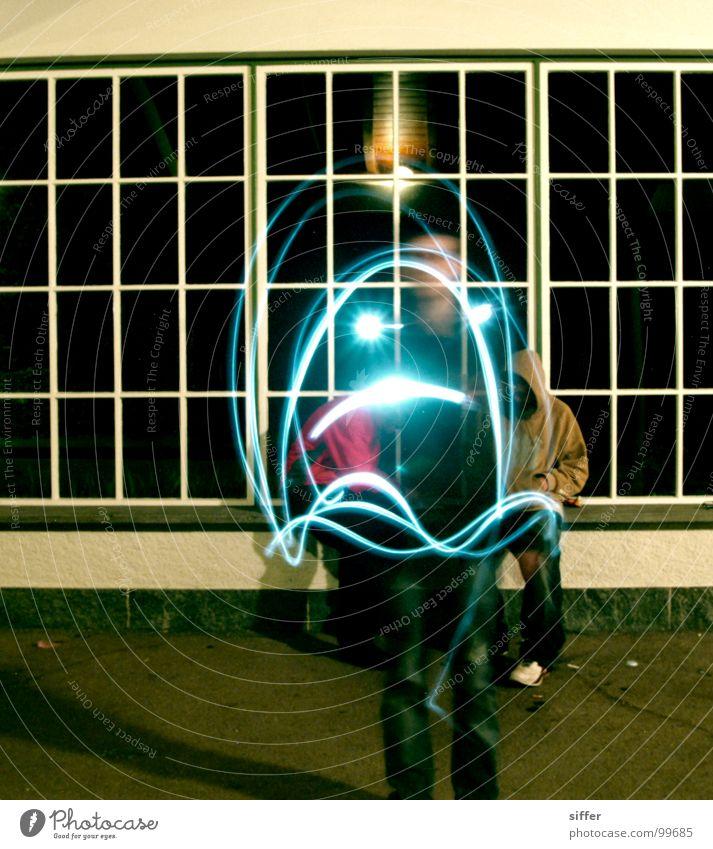 Der Geisterfotograf Licht Langzeitbelichtung Geister u. Gespenster Taschenlampe Fenster Mensch Nacht dunkel Wand Smiley Geschwindigkeit Experiment gelb grün