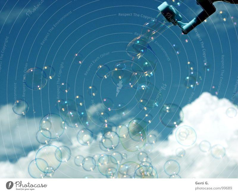 bla°bla°bla Seifenblase Luftblase mehrere blasen über den Wolken Schweben gleiten träumen Schaum traumhaft himmlisch himmelblau Verschiedenheit