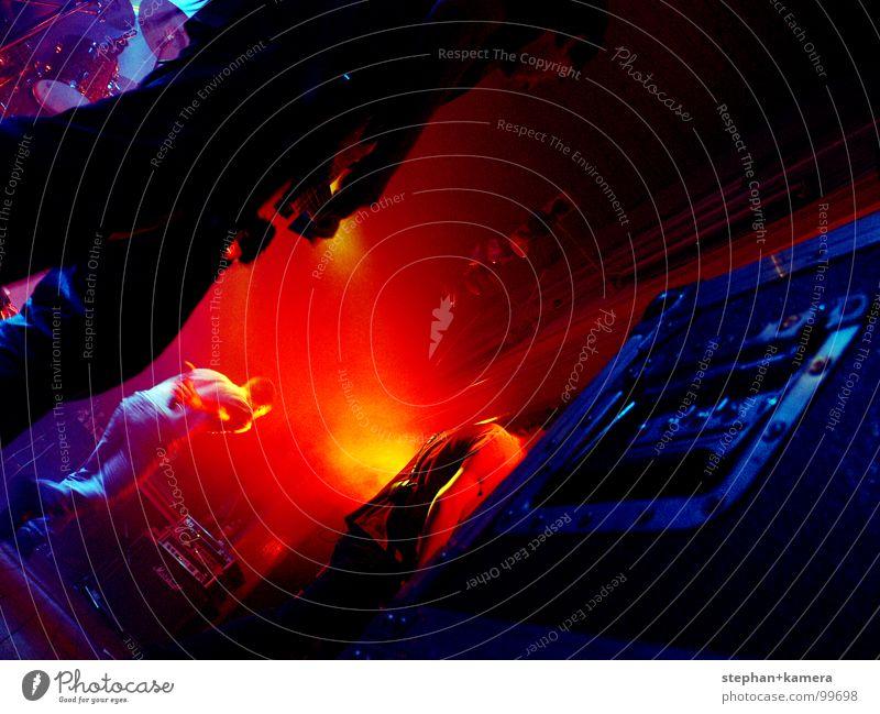 // Backstage-Rock Mensch blau rot Musik 4 Konzert Weltall Rockmusik Gitarre Bühne Punk Koffer Mikrofon Musiker Rockmusiker