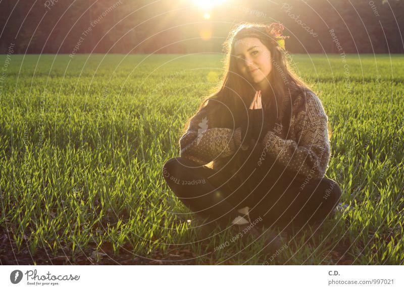 Sylvia III Natur Jugendliche grün Junge Frau ruhig 18-30 Jahre Erwachsene Herbst Religion & Glaube Zufriedenheit sitzen frei Fröhlichkeit Lebensfreude