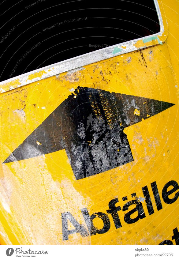 Endstation Umwelt dreckig Schriftzeichen Hinweisschild Müll Pfeil Typographie Anschnitt Umweltschutz Alltagsfotografie Recycling Müllbehälter Öffnung