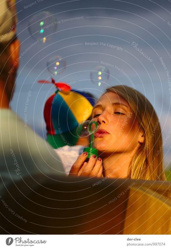 Traumblase Picknick Lifestyle Freude Glück schön harmonisch Wohlgefühl Zufriedenheit Sinnesorgane Erholung Freizeit & Hobby Feierabend Mensch feminin Junge Frau