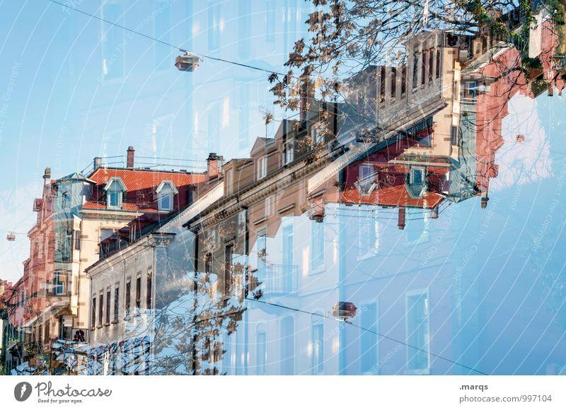 Wiehre Häusliches Leben Haus Wolkenloser Himmel Baum Fassade Balkon Dach außergewöhnlich einzigartig verrückt Perspektive Surrealismus Symmetrie