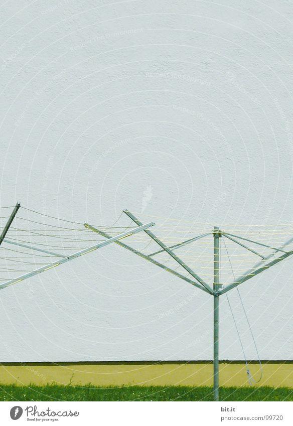 DUOWASCHSTATION Himmel blau Ferien & Urlaub & Reisen weiß grün gelb oben grau Garten See Lampe Zusammensein warten stehen Eisenbahn Elektrizität