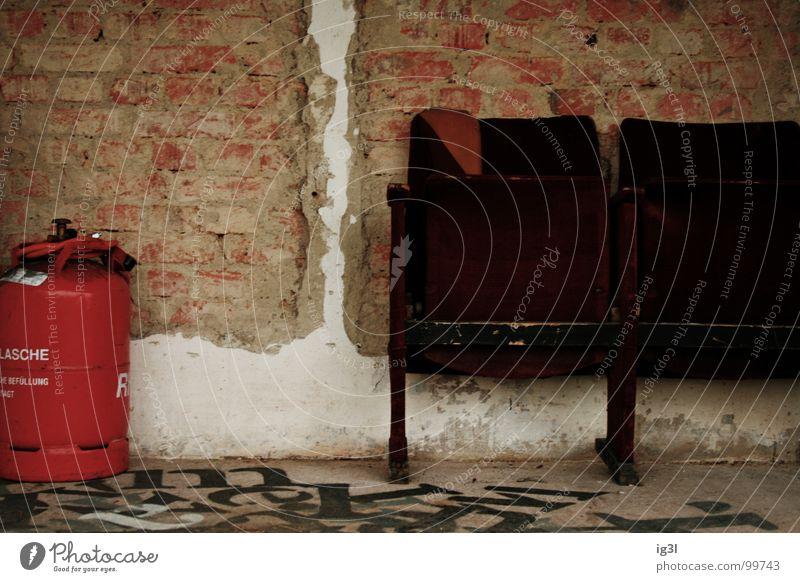 burnout weiß rot ruhig Farbe Arbeit & Erwerbstätigkeit Wand Holz Mauer Fuß Wärme Linie Graffiti braun 2 Raum Zusammensein