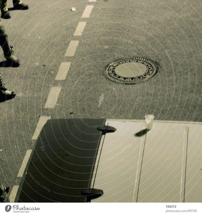 SOUND OF DA POLICE Straße Stiefel beobachten stehen Aggression Polizei Polizist Beamte Straßensperre Demonstration G8 Gipfel Gully Tag der Deutschen Einheit