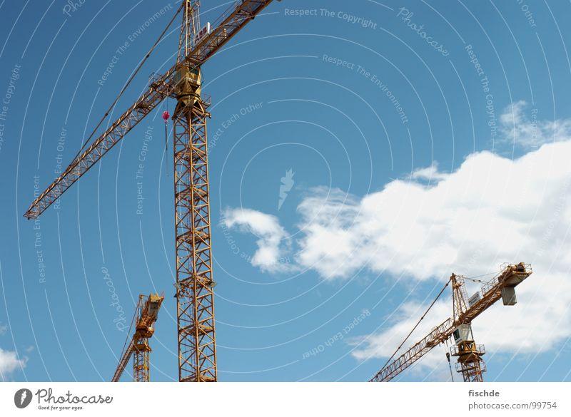 3 auf dem weg zur baustelle Himmel Wolken Metall Seil Industrie Baustelle Richtung Gewicht Kran Eisen Blauer Himmel Baukran Starkstrom Schwerlastkran
