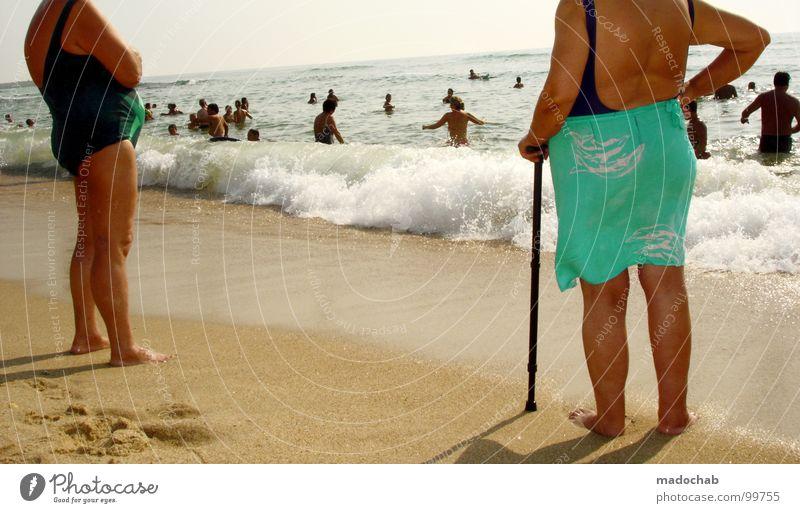 BUSENFREUNDE Mensch Frau Himmel Wasser Ferien & Urlaub & Reisen Sommer Meer Freude Strand Erholung sprechen Senior Küste Sand Beine Freundschaft