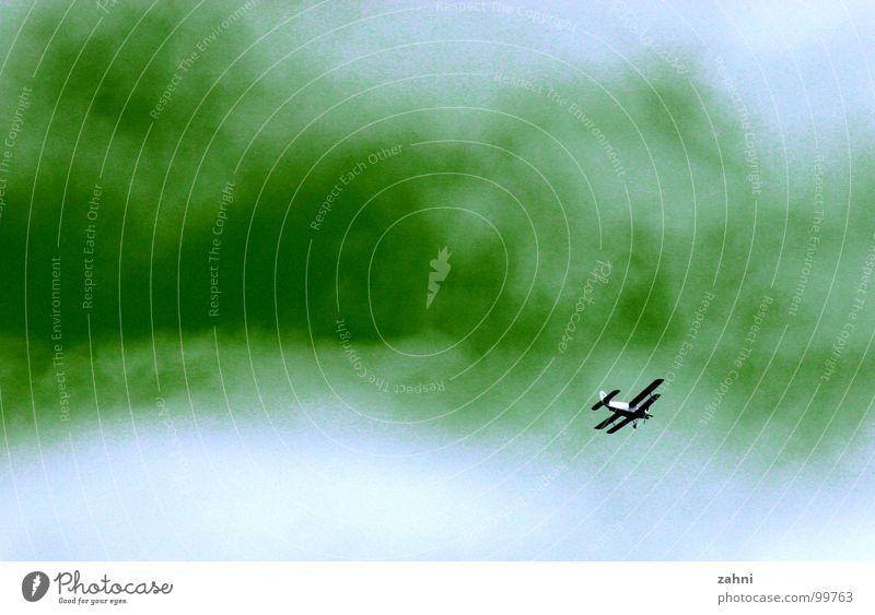 Co2 Atmosphäre Kohlendioxid grün Umwelt Flugzeug Wolken gefährlich Himmel Stimmung Doppeldecker-Bus Klima Klimawandel dreckig Gift