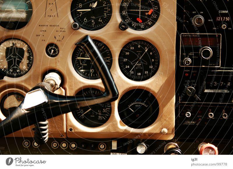pilot von bord Flugzeug Abdeckung Cockpit Pilot Vorderseite Geschwindigkeit Steuerelemente Einfluss Verantwortung Fehler Verhalten Vorschrift mehrfarbig beige