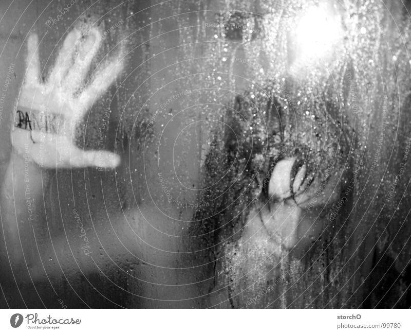 Panik Frau weiß schwarz dunkel nackt Angst nass Bad Dusche (Installation) feucht Unter der Dusche (Aktivität)