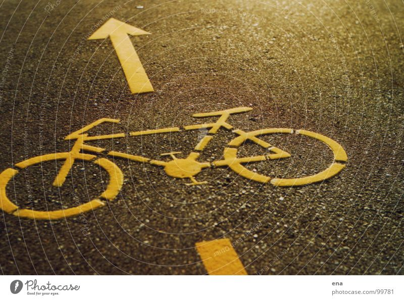 stückel das bike Asphalt Fahrradweg Symbole & Metaphern Piktogramm gelb körnig Straßennamenschild Landkreis Konstanz Bodenbelag Fahrbahnmarkierung