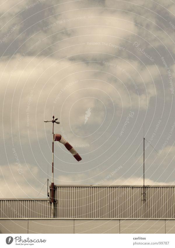 Windhose gestrichen halbvoll Tornado Hubschrauber Landeplatz Rettungshubschrauber Notfall Flughafen Wetter Seitenwind