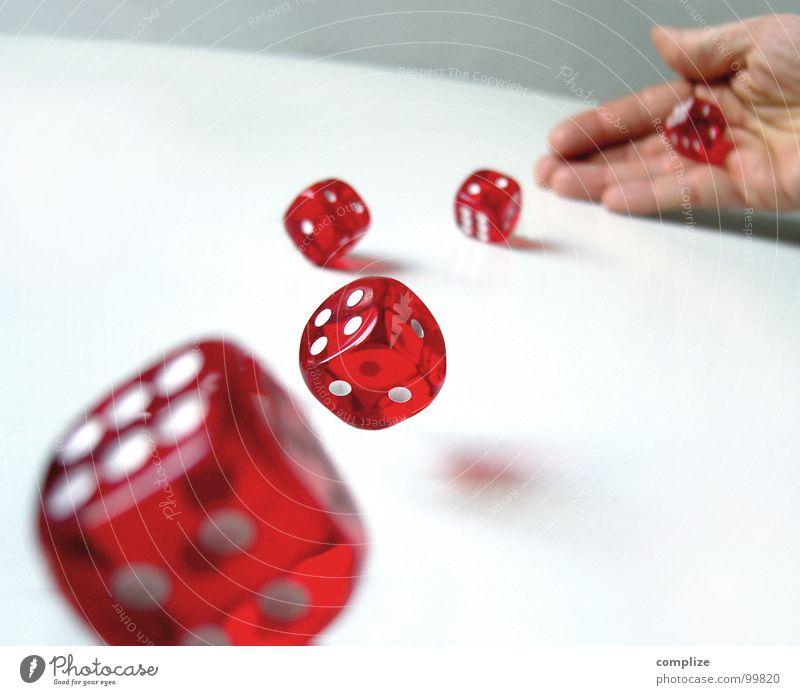 rolling` dices Freude Glück Spielen Poker Tisch Erfolg Mann Erwachsene Hand Ziffern & Zahlen werfen Mut Hoffnung Wunsch Zukunft 6 4 2 1 würfeln Quadrat