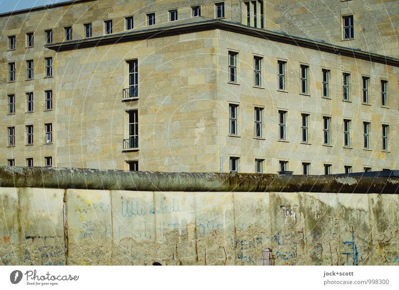 Mauern des Terrors Sightseeing Stadtentwicklung Berlin-Mitte Bürogebäude Fassade Sehenswürdigkeit Berliner Mauer Stein Beton Bildausschnitt dreidimensional