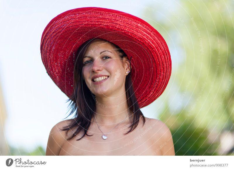Sombrero Mensch Frau Himmel Natur Jugendliche Sommer Junge Frau rot Freude 18-30 Jahre Erwachsene feminin Haut Fröhlichkeit groß Lächeln