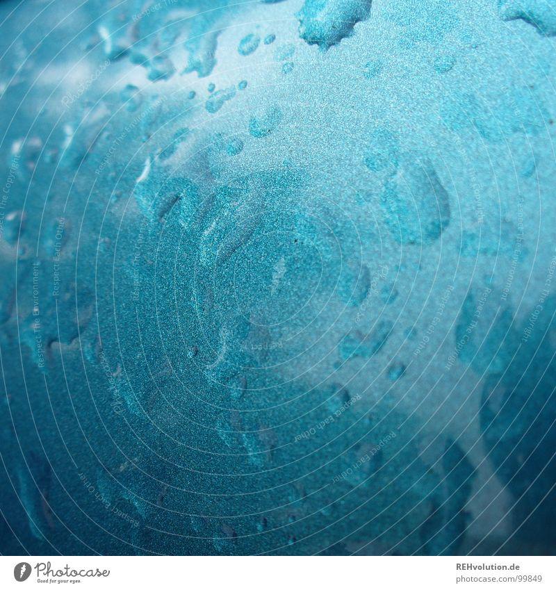 nach dem regen nass feucht Regen spritzen Reflexion & Spiegelung Baum Parkplatz fahren Wasser Sommer Wassertropfen PKW metallic Lack caribik blau opel corsa
