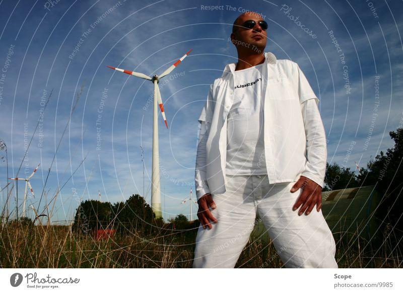 Der Doc Himmel Mann weiß Windkraftanlage Diskjockey Blauer Himmel Bunker