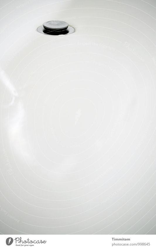 Freitag. Häusliches Leben Badewanne Abfluss Stöpsel Metall ästhetisch glänzend heiß grau schwarz weiß Gefühle Körperpflege Sauberkeit Reflexion & Spiegelung