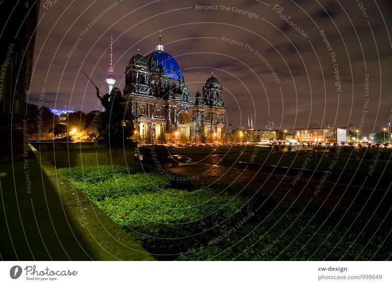 Berlin bei Nacht Ferien & Urlaub & Reisen Tourismus Sightseeing Städtereise Stadt Hauptstadt Stadtzentrum Skyline Dom Park Rathaus Turm Bauwerk Gebäude