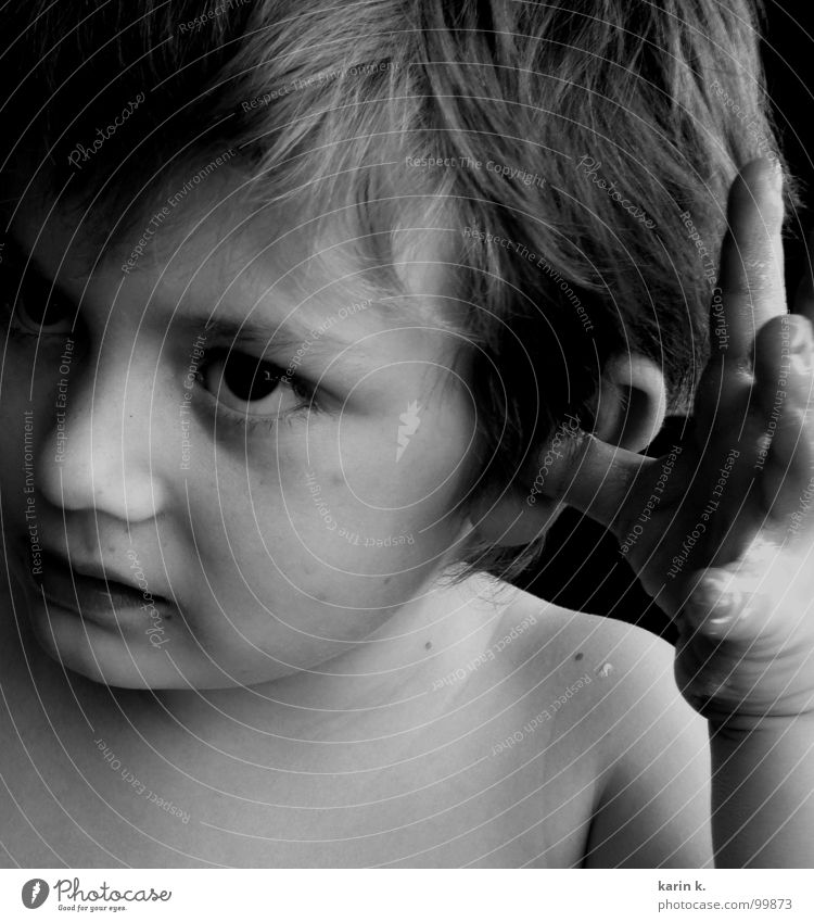 Sonnencreme im Ohr Kind weiß Sommer Gesicht Auge Junge Haare & Frisuren Mund Nase Finger Ohr Lippen Ärger