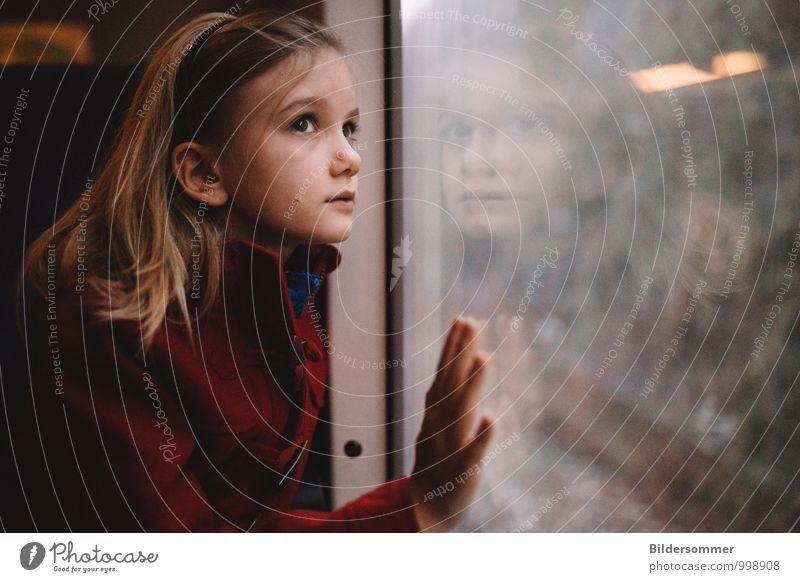 . Mensch Kind rot Mädchen Ferne schwarz Leben Gefühle Bewegung feminin braun Familie & Verwandtschaft träumen nachdenklich blond Kindheit