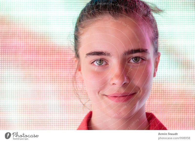 Porträt vor Bildschirm Lifestyle Design Glück schön Gesicht Leben Mensch feminin Jugendliche 13-18 Jahre Kind Lächeln authentisch Freundlichkeit Gesundheit