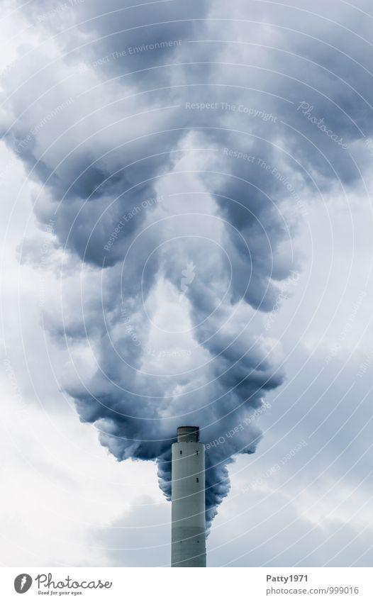 Schlot Energiewirtschaft Kohlekraftwerk Industrie Wasserdampf Abgas CO2-Ausstoß Klimawandel Industrieanlage Schornstein Rauchen bedrohlich dunkel trist