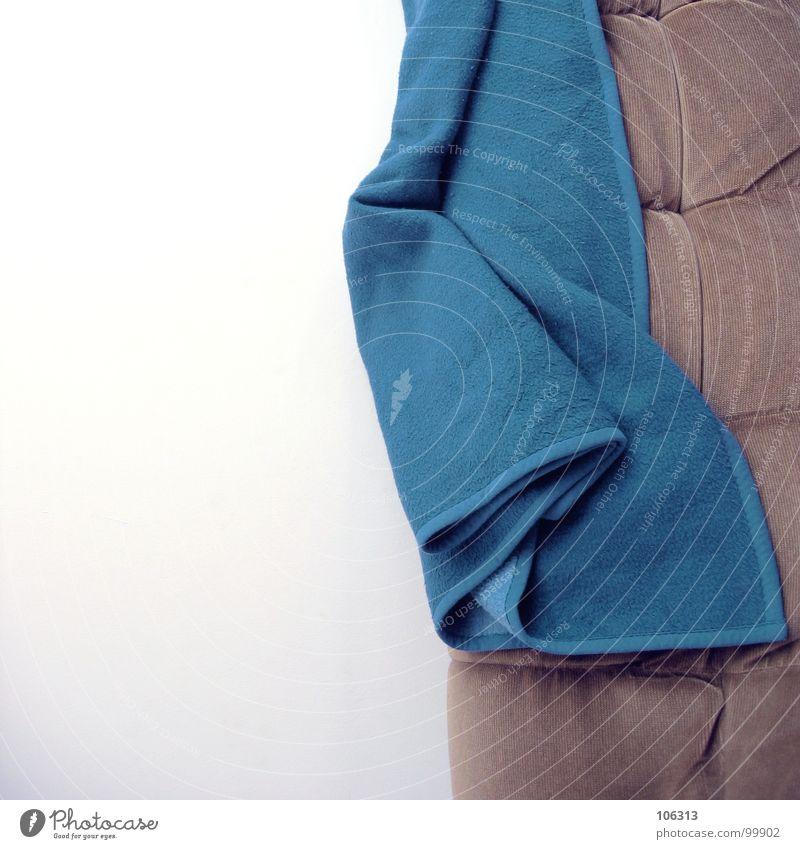 WORST PICTURE OF THE DAY blau schlafen Sicherheit Bett Bad Sofa Möbel trashig Haushalt graphisch Decke unordentlich Besucher ruhen Faltenwurf Kinderzimmer