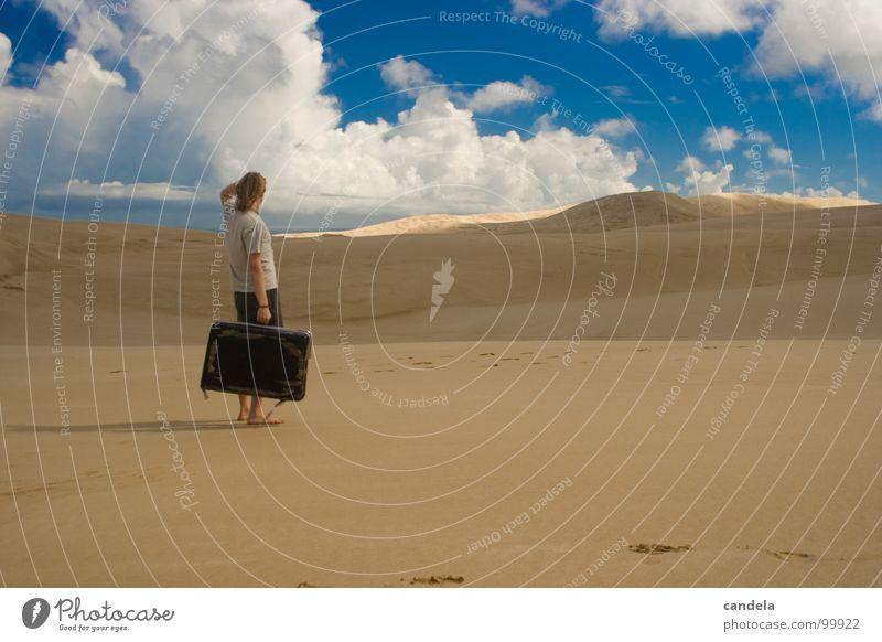 Cant' find the Airport Dessert Koffer Mann Photo-Shooting Himmel Ferien & Urlaub & Reisen Neuseeland Nordinsel Meer Wolken verloren Sommer Müdigkeit Erde Sand