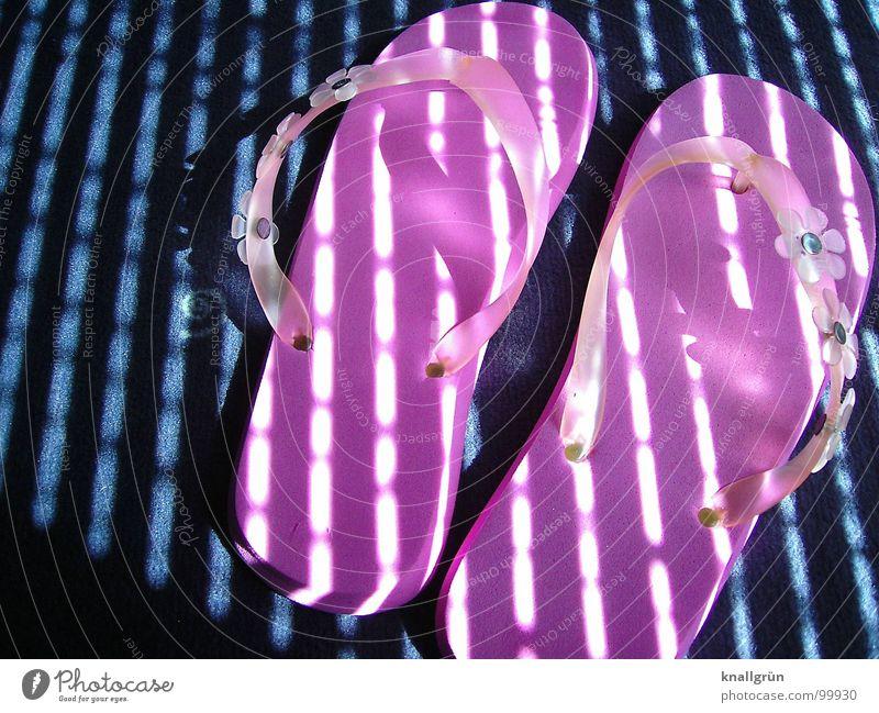Summer Feeling Sonne blau Sommer Freude Ferien & Urlaub & Reisen Schuhe rosa Freizeit & Hobby Streifen Teppich Flipflops Lichteinfall Badelatschen