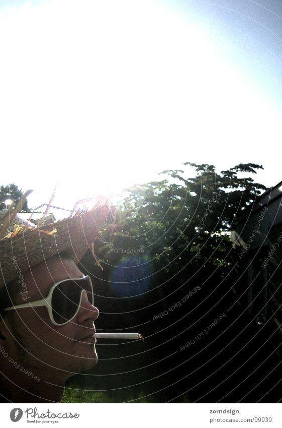 Sonnenrauch Gegenlicht Strohhut Sonnenbrille Rauchen Sommer Erholung Köln Mann Sonnenhut chill
