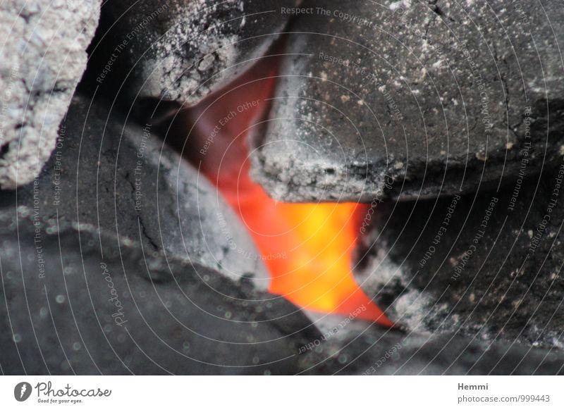Das letzte Grillen weiß rot schwarz dunkel gelb grau hell Ernährung heiß Fleisch Grillkohle