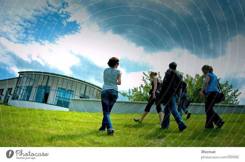 elbufer Mensch blau grün Sommer Wolken Freude Architektur Wiese Menschengruppe gehen Freundschaft Freizeit & Hobby laufen Ausflug Spaziergang Rasen