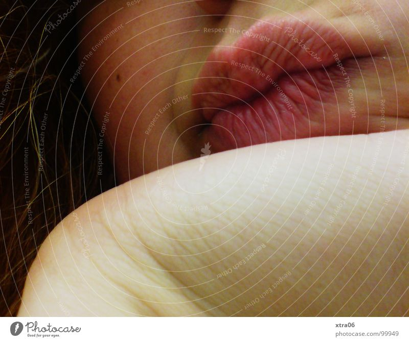 zweifelnd Lippen Kinn Hand Mundwinkel Oberlippe Unterlippe skeptisch Frau anlehnen abstützen Wange Handfläche trist Mensch Gesicht Haare & Frisuren Haut Falte