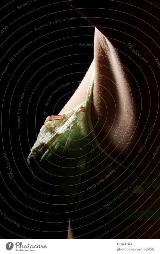 Achsel und Busen | armpit and breast BH Unterwäsche unterwürfig feminin Frau lässig Lust Brustumfang Sehnsucht sensibel Wäsche Zärtlichkeiten zerbrechlich Dame