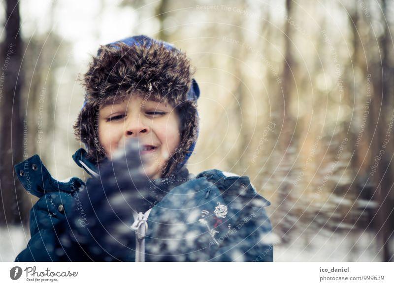 Schneespaß I Mensch Kind Natur Ferien & Urlaub & Reisen Winter Wald Umwelt Spielen Kopf maskulin Schneefall Kindheit Fröhlichkeit Ausflug Schönes Wetter