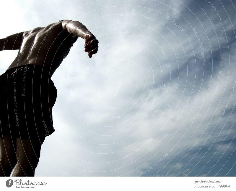 Springer springen Anspannung Segeln See Allgäu Sommer Wassersport Freude Muskulatur Rücken Hecht Schwimmen & Baden forgensee Sonne reflektion