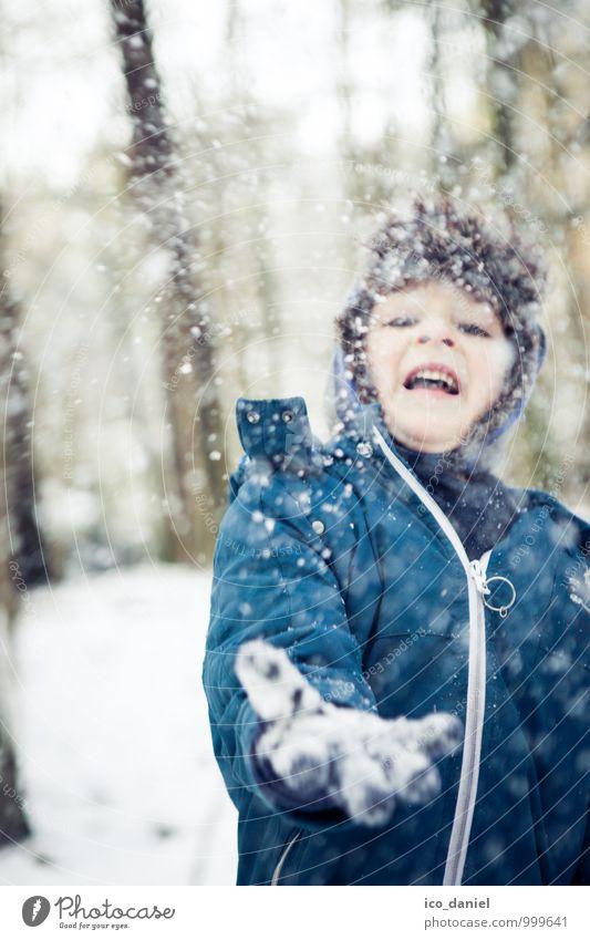 Schneespaß II Mensch Kind schön Freude Winter Wald Spielen Glück Freiheit Familie & Verwandtschaft maskulin Schneefall Zufriedenheit Kindheit Fröhlichkeit