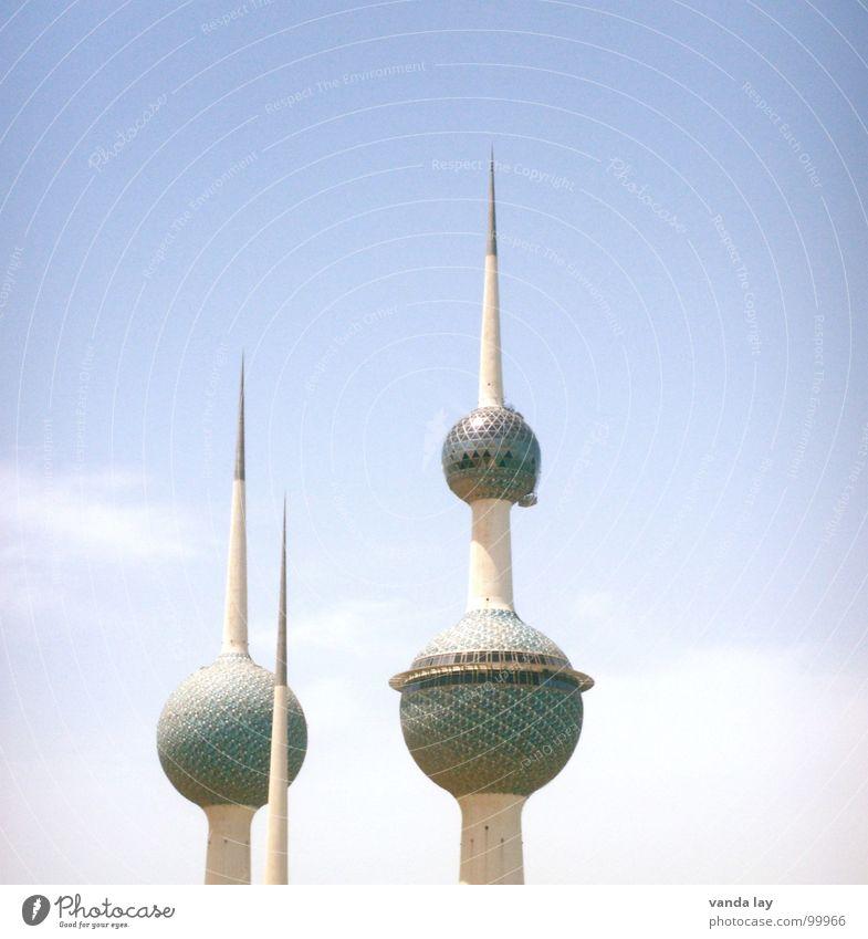 Kuwait Towers Kunst Scheich Arabien Funkturm Naher und Mittlerer Osten rund Wolken Sommer Wahrzeichen Futurismus Wasserturm Himmel Denkmal modern Wüste