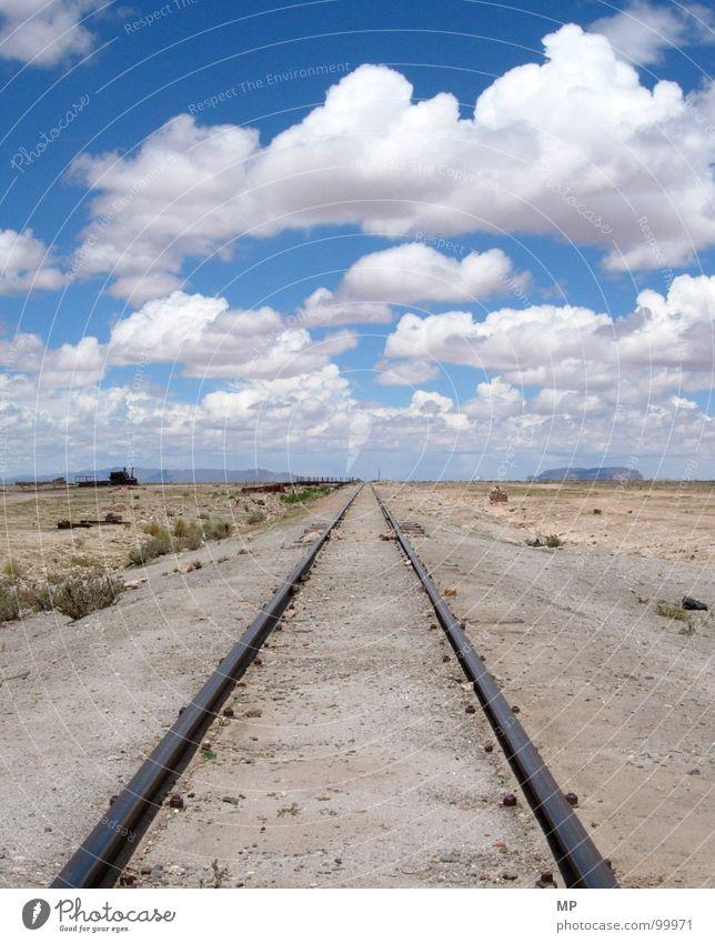 And You Will Know Us By The Rail Of Dead Gleise Eisenbahn Wolken Bolivien Ödland Einsamkeit Ausweg Neuanfang Beginn kommen Entwicklung Hoffnung Trauer verfallen